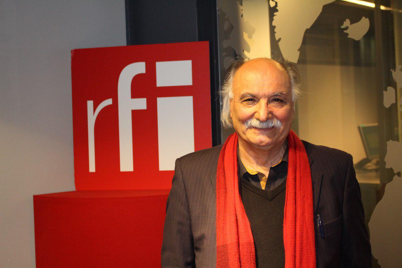 حسین دولت آبادی در استودیو رادیو بین المللی فرانسه