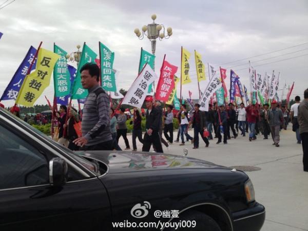Dân làng Ô khảm (Quảng Đông) biểu tình chống trưng thu đất đai ngày 21/11/2011.