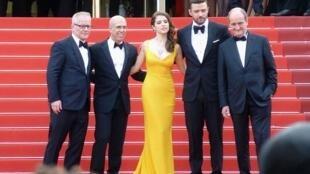 Thierry Fremaux, Jeffrey Katzenberg, Anna Kendrick, Justin Timberlake et Pierre Lescure sur le tapis rouge de Cannes en 2016