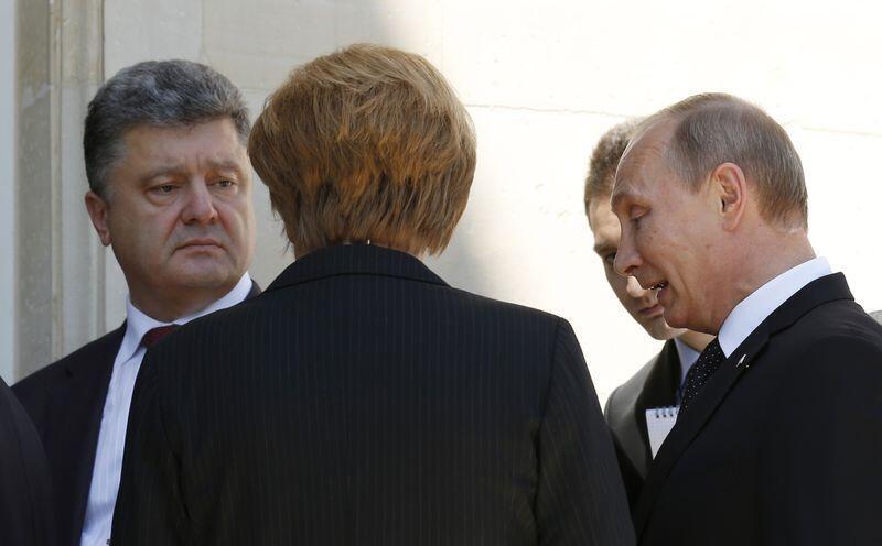Владимир Путин (справа) на встрече «нормандской четверки» 6 июня 2014.