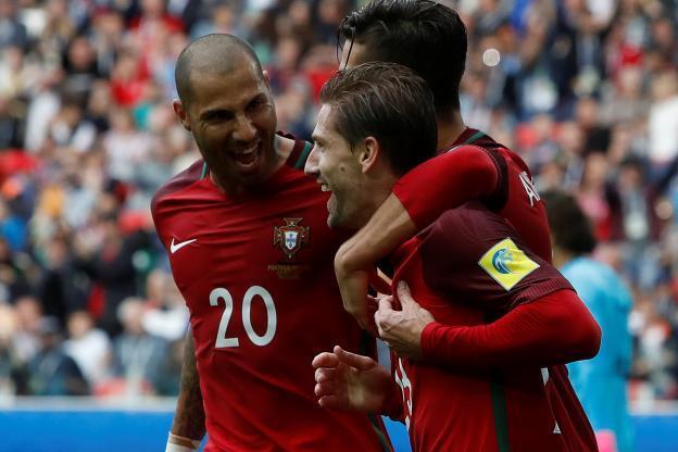 Portugal festeja o golo da viória contra o México