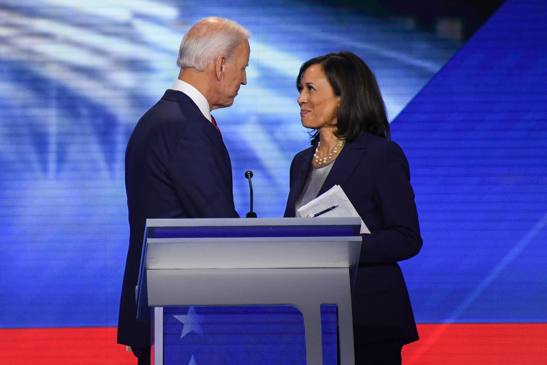 El exvicepresidente Joe Biden y la senadora Kamala Harris durante un debate en Houston el 12 de septiembre 2019