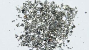Petits cristaux de palladium, les plus gros ont une taille de 1 à 2 mm.