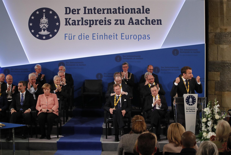 """سخنرانی امانوئل ماکرون در شهر آخن آلمان، پس از دریافت جایزه جایزه بینالمللی """"کارل کبیر"""" (شارلماین). پنجشنبه ۲۰ اردیبهشت/ ١٠ مه ٢٠۱٨  ،"""