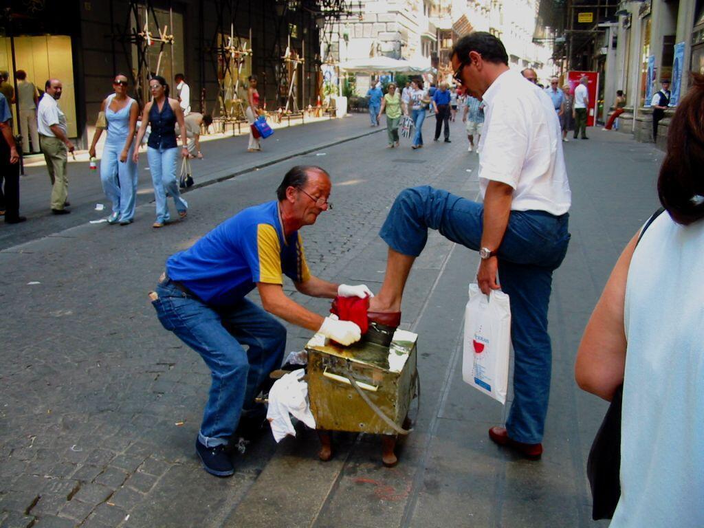 Engraxate nas ruas de Nápoles, Itália.