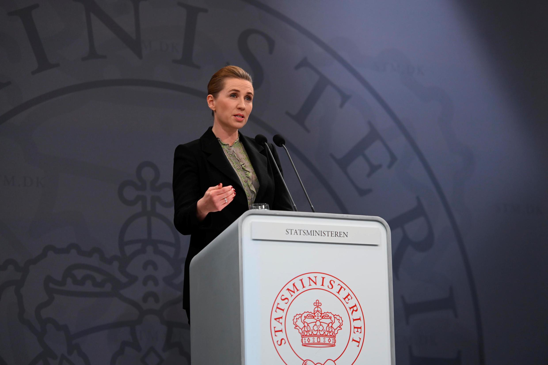 Segundo a primeira-ministra dinamarquesa, Mette Frederiksen, a decisão de adotar o isolamento horizontal teve êxito em desacelerar a disseminação da Covid-19.