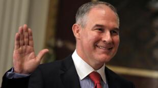 Scott Pruitt, le chef de l'Agence américaine de l'Envrionnement scandalise la Communauté scientifique après avoir déclaré ce jeudi 9 mars 2017 que les émissions de CO2 n'étaient pas un facteur déterminant dans le changement climatique.