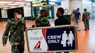2021-01-09T115321Z_1216937096_RC2B4L9T5HDK_RTRMADP_3_INDONESIA-CRASH