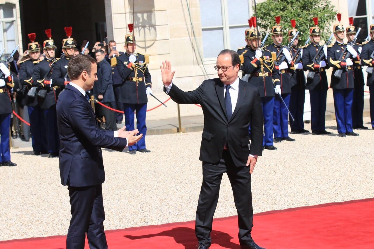 Франсуа Олланд и Эмманюэль Макрон. 14 мая 2017