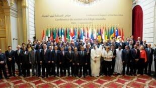 利比亞之友會議在巴黎愛麗舍宮召開50多國代表合影2011年9月1日巴黎