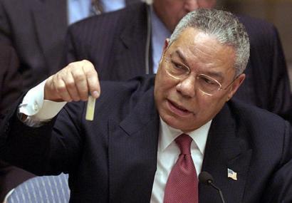 លោកខូលីន ផោវែល (Colin Powell) រដ្ឋមន្រ្តីការបរទេសអាមេរិក នៅពេលថ្លែងក្នុងក្រុមប្រឹក្សាសន្តិសុខអ.ស.ប ថ្ងៃទី៥ ខែកុម្ភៈ ឆ្នាំ២០០៣