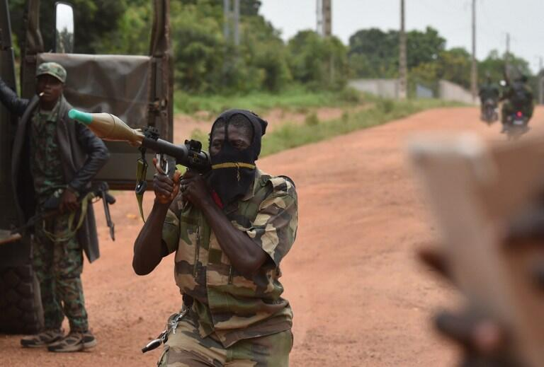 A mutinous soldier holds a RPG rocket launcher near Cote d'Ivoire's second city Bouake, 15 May 2017.