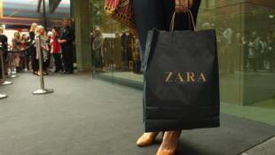 A cadeia de lojas Zara pertence a Amancio Ortega Gaona, um dos homens mais ricos no mundo.