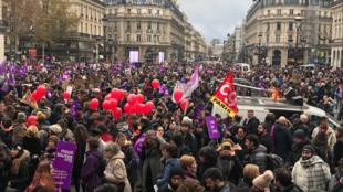 Manifestação #NousToutes contra violências sexuais e sexistas, na Praça da Ópera, em Paris. Sábado, 24 de novembro de 2018.