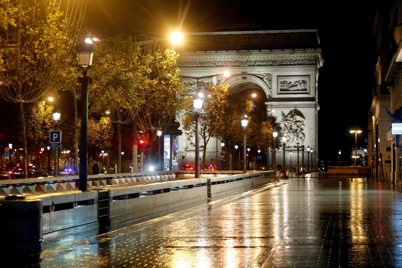 خیابان شانزه لیزه و طاق پیروزی در پاریس