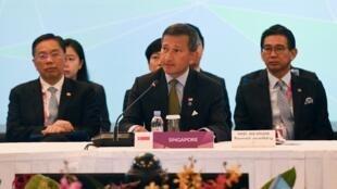 Ngoại trưởng Singapore Vivian Balakrishnan (G) phát biểu khai mạc hội nghị các ngoại trưởng ASEAN, Singapore, 27/04/2018.