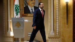 Saad Hariri quitte la conférence de presse durant laquelle il a annoncé sa démission le 29 octobre 2019 à Beyrouth.