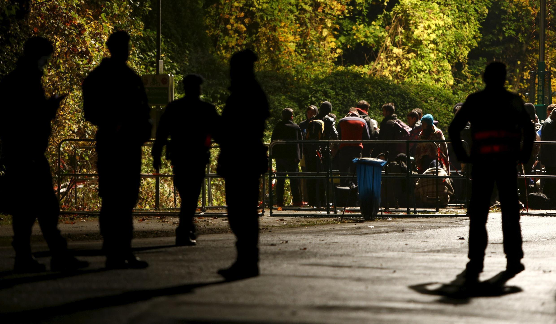 Di dân chờ đợi tại biên giới Đức-Áo, ngày 29/10/2015.