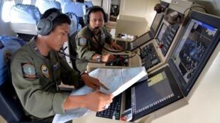 Equipes de resgate sobrevoam há três dias o mar de Java