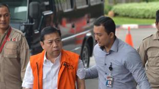 Setya Novanto, vêtu de la tenue orange que portent les détenus de la Commission pour l'éradication de la corruption (KPK), le 21 novembre 2017.