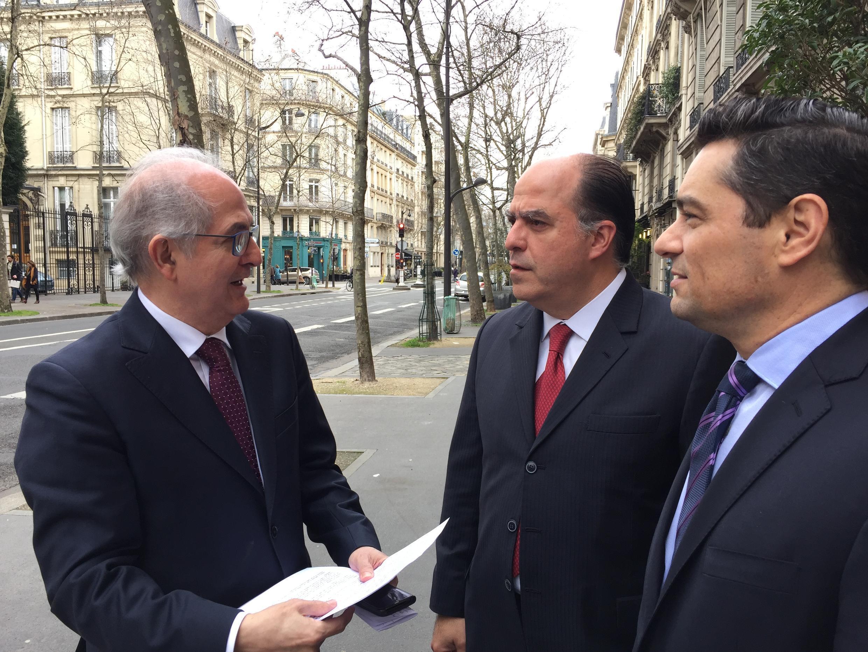 Oposición venezolana recibida por Emmanuel Macron en el Palacio del  Elíseo, el 3 abril de 2018. Julio Borges, Antonio Ledezma y Carlos Vecchio.