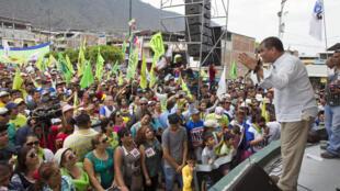 """Fotografía del ex presidente Rafael Correa haciendo campaña por el """"No"""". Imagen entregada por la campaña por el """"No"""" en la consulta sobre si se debe enmendar la Constitución Política."""