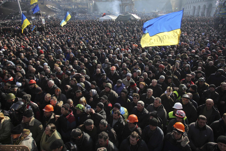 Manifestação na Praça da Independência em Kiev, em 21 de fevereiro de 2014.