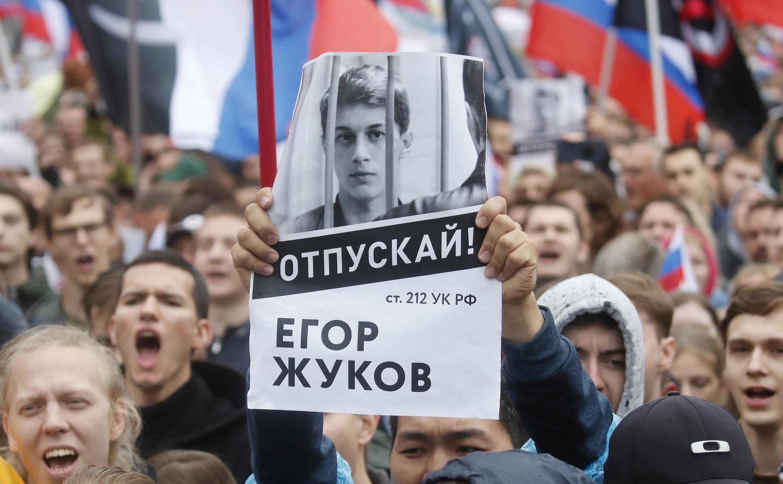 Плакат в поддержку Егора Жукова на манифестации 10 августа 2019