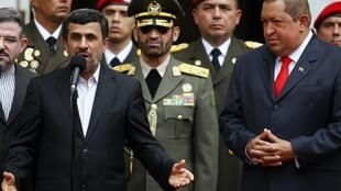 Visite du président iranien Mahmoud Ahmadinejad (à g.) au Venezuela, le 9 janvier 2012.