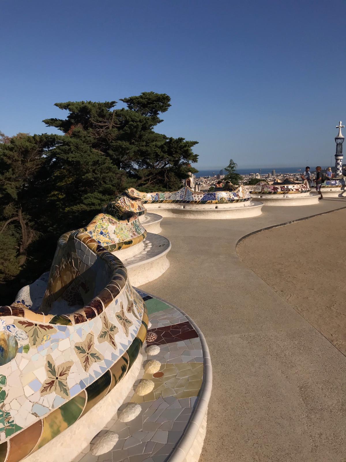 O miradouro do Parque Güell, um dos mais importantes pontos turísticos de Barcelona vazio no dia 25 de junho.