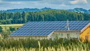 Panneaux solaires photovoltaïques. (Image d'illustration)
