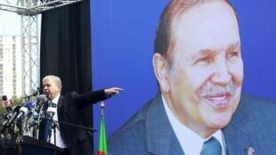 Abdelmalek Sellal, durante comíssio para o ex-presidente Bouteflika, que aos 77 anos e muito debilitado fisicamente, depois de um AVC, não é capaz de participar em ações de campanha.