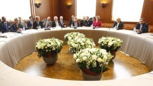 伊朗核問題會議在日內瓦召開,伊朗外交部長、歐盟外交事務專員和美國副國務卿出席。