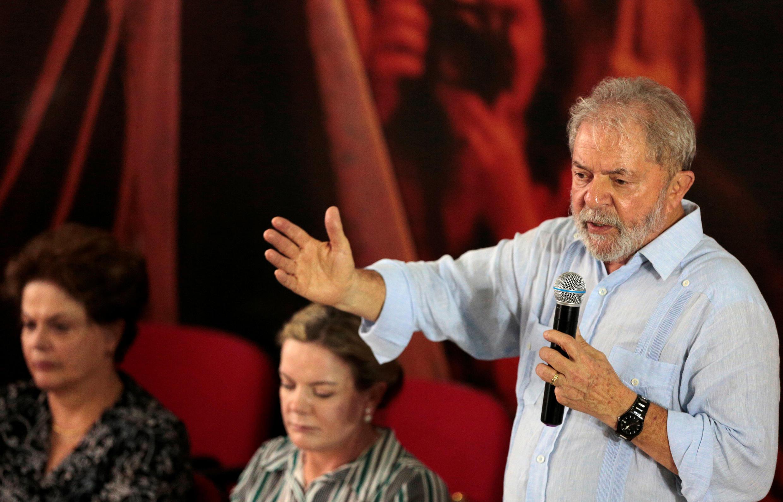 Lula durante reunião da Comissão Executiva Nacional do PT