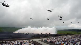 Des forces de l'armée de terre japonaise lors d'un exercice avec des hélicoptères à Gotemba, le 19 août 2014.
