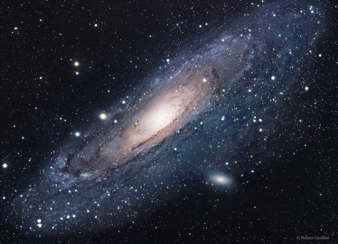 La lumière diffuse de la galaxie d'Andromède provient des centaines de milliards d'étoiles qui la composent.