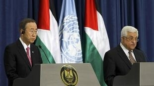Palestinian President Mahmoud Abbas (R) and UN Secretary-General Ban Ki-moon hold a news conference