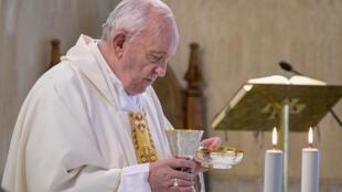 Le pape François durant son homélie, le 8 juillet 2020.