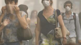 Ce samedi 6 août  les Moscovites sont encore contraints de porter des masques de protection.
