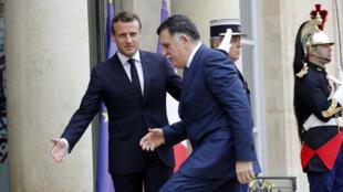 Le président français Emmanuel Macron a reçu  à l'Elysée le Premier ministre libyen Fayez el-Sarraj, qui dirige le gouvernement soutenu par l'ONU à Tripoli, Paris, le 8 mai 2019.