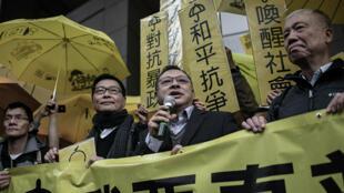 香港大学法律系原副教授戴耀廷(持话筒者)资料图片