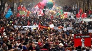巴黎举行抗议退休改革的罢工游行 2019.12.5
