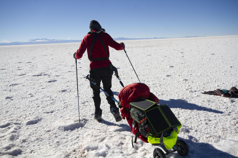 Siete días le tomó a Alban Tessier, un profesor francés invidente, de 41 años, su anhelado sueño de recorrer el salar de Uyuni, en Potosí, al sur oeste de Bolivia.