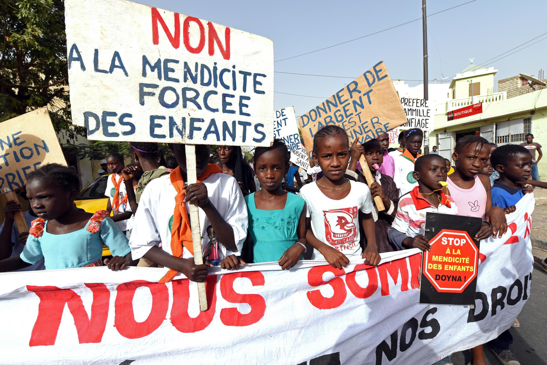 Manifestation contre l'exploitation des enfants pour la mendicité, à Dakar, Sénégal, le 3 mars 2015.