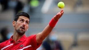 Le Serbe Novak Djokovic face au Lituanien Ricardas Berankis au 2e tour de Roland-Garros, le 1er octobre 2020