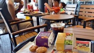 Quelque 20% des nuggets de poulet servis dans les restaurants de McDonald au Japon proviennent de l'usine Husi de Shanghai.