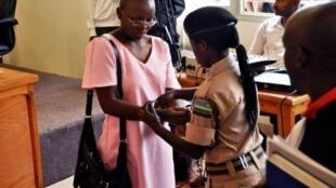 L'opposante rwandaise Victoire Ingabire, lors d'une audience de son procès en première instance, le 20 juin 2011.