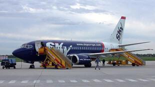 Un avion Boeing 737-500 de la SkyEurope à Bratislava en Slovaquie.