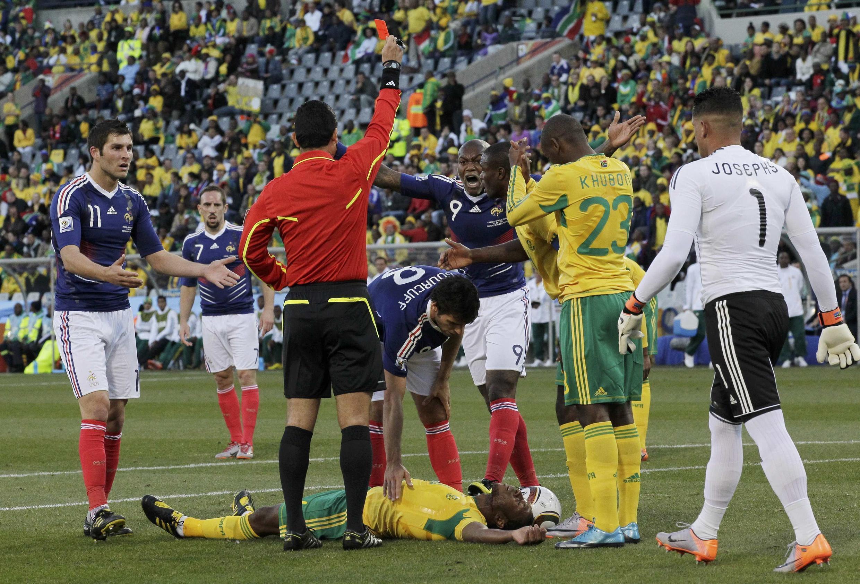 Thẻ đỏ đối với Yoann Gourcuff trong trận Pháp thủ Nam Phi 1-2 ngày 22/06/2010 cũng đánh dấu việc toàn thể đội Pháp bị đuổi khỏi Cúp thế giới.
