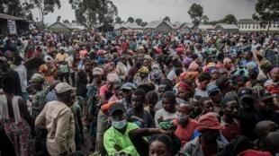 Habitantes de Goma, en RD Congo, se registran el 26 de mayo para recibir una ayuda alimentaria